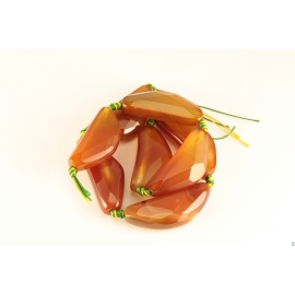 Perles semi précieuses en agate cornaline - Triangles/40 mm