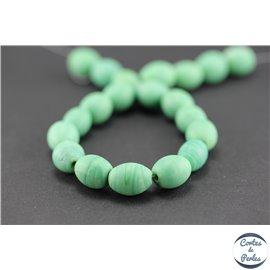 Perles indiennes en verre - Ovales/13 mm - Vert printemps