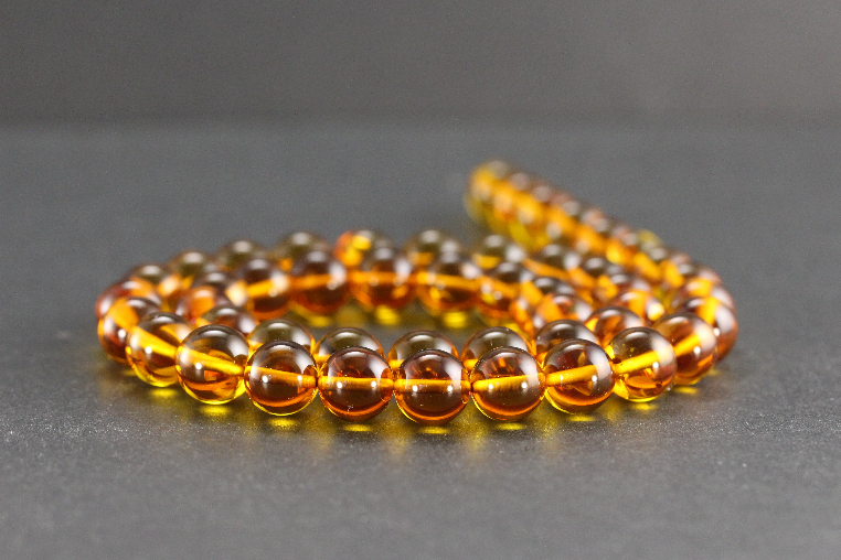 Perles en ambre miel